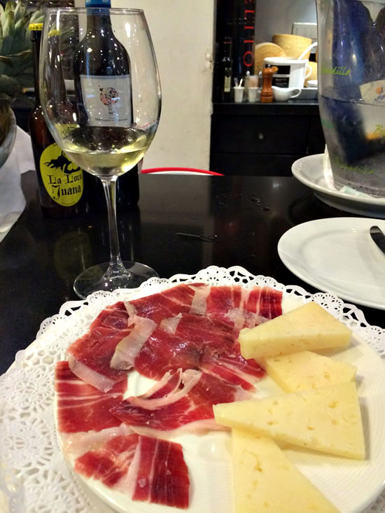 malaga-ham-cheese-wine